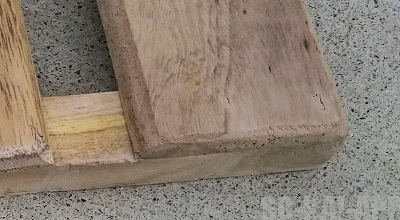 [すのこDIY] 床側をカットしてヤスリで整えました。(ZOOMUP)